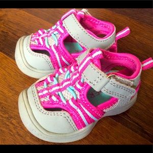 Piper baby girl sandals size 2 shoes closed toe